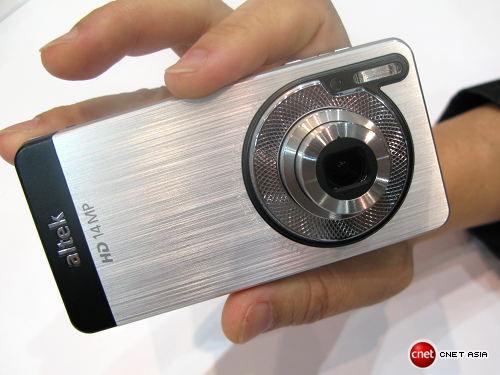 Altek Leo Android Phone… Errrrr… DigiCam To Arrive With A 14MP Camera, Xenon Flash, Retractable Lens