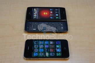 Droid-4-vs-iPhone-4S-2