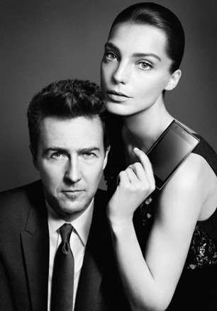 edward-norton-daria-werbrowy-are-the-new-faces-of-prada-phone-by-lg-3-0-377x540