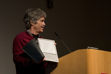 Alan_Kay_and_the_prototype_of_Dynabook,_pt._5_(3010032738)