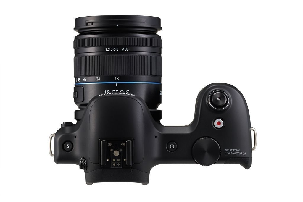 Samsung Galaxy NX Gets Priced In The UK – £1,299 ($1,989) With 18-55mm Lens