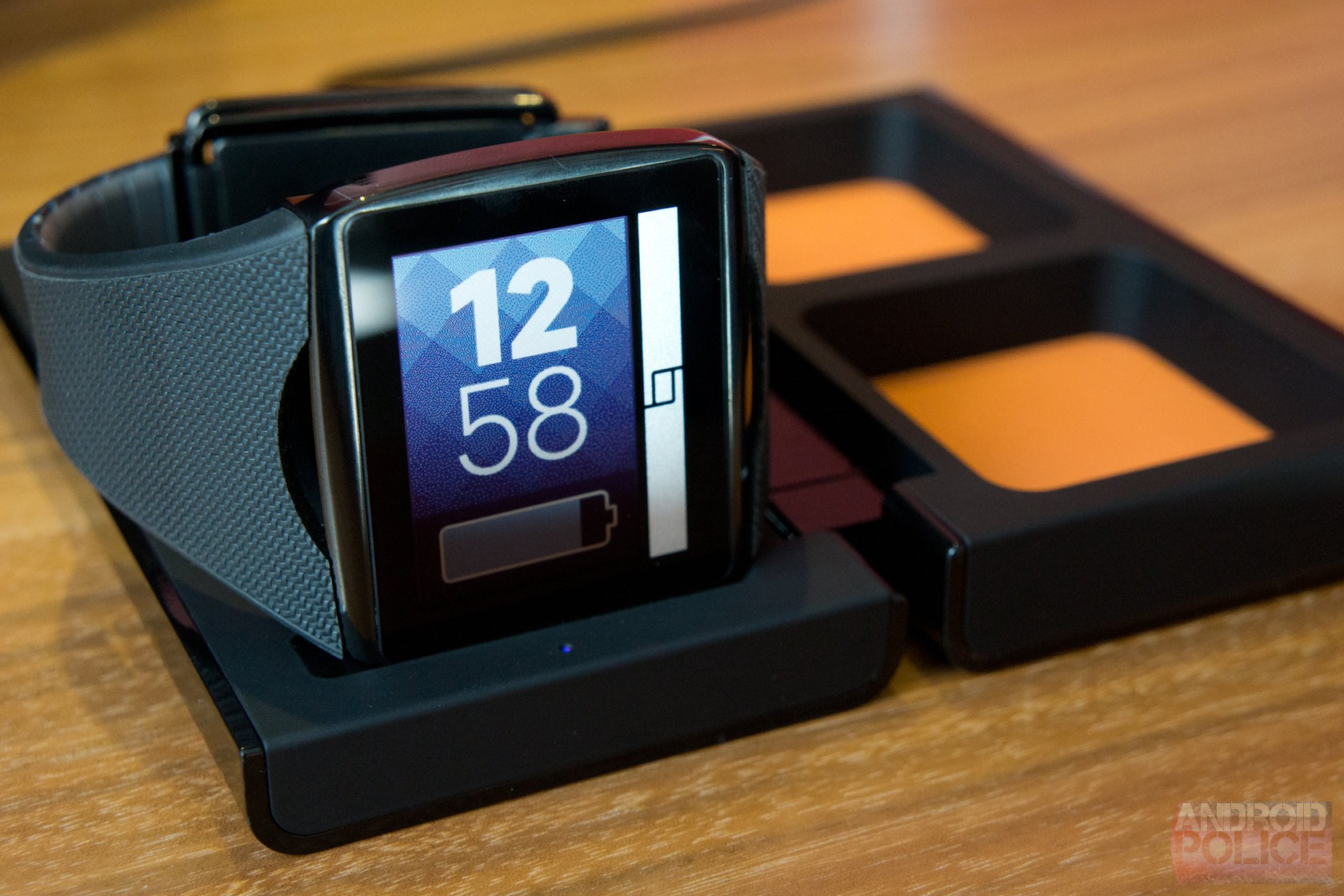[IFA 2013] Hands-On With The Qualcomm Toq Smartwatch (Video)