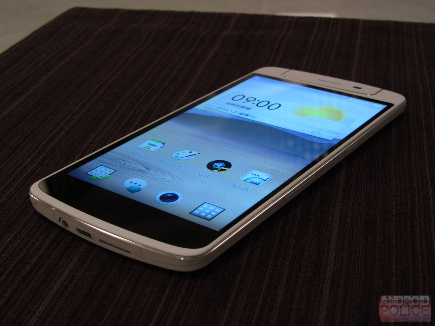 Hands-On With The Oppo N1