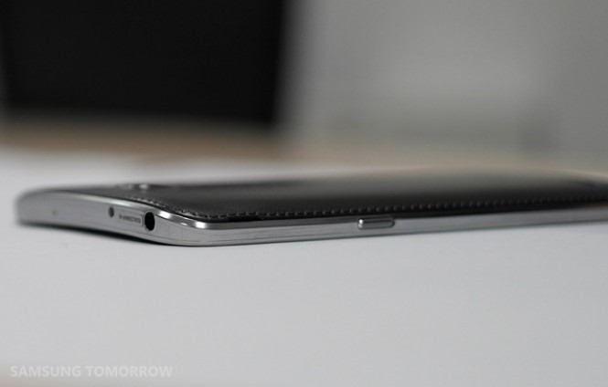 The Galaxy Round Is Samsung's Curved-Screen Phone: 5.7 Inches, 1080p, And Only In Korea For Now