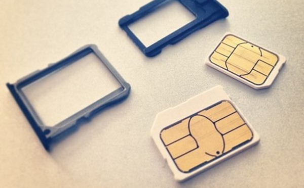Micro_SIM_and_Nano_SIM_card_and_trays