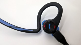 plantronics-backbeat-fit-charging
