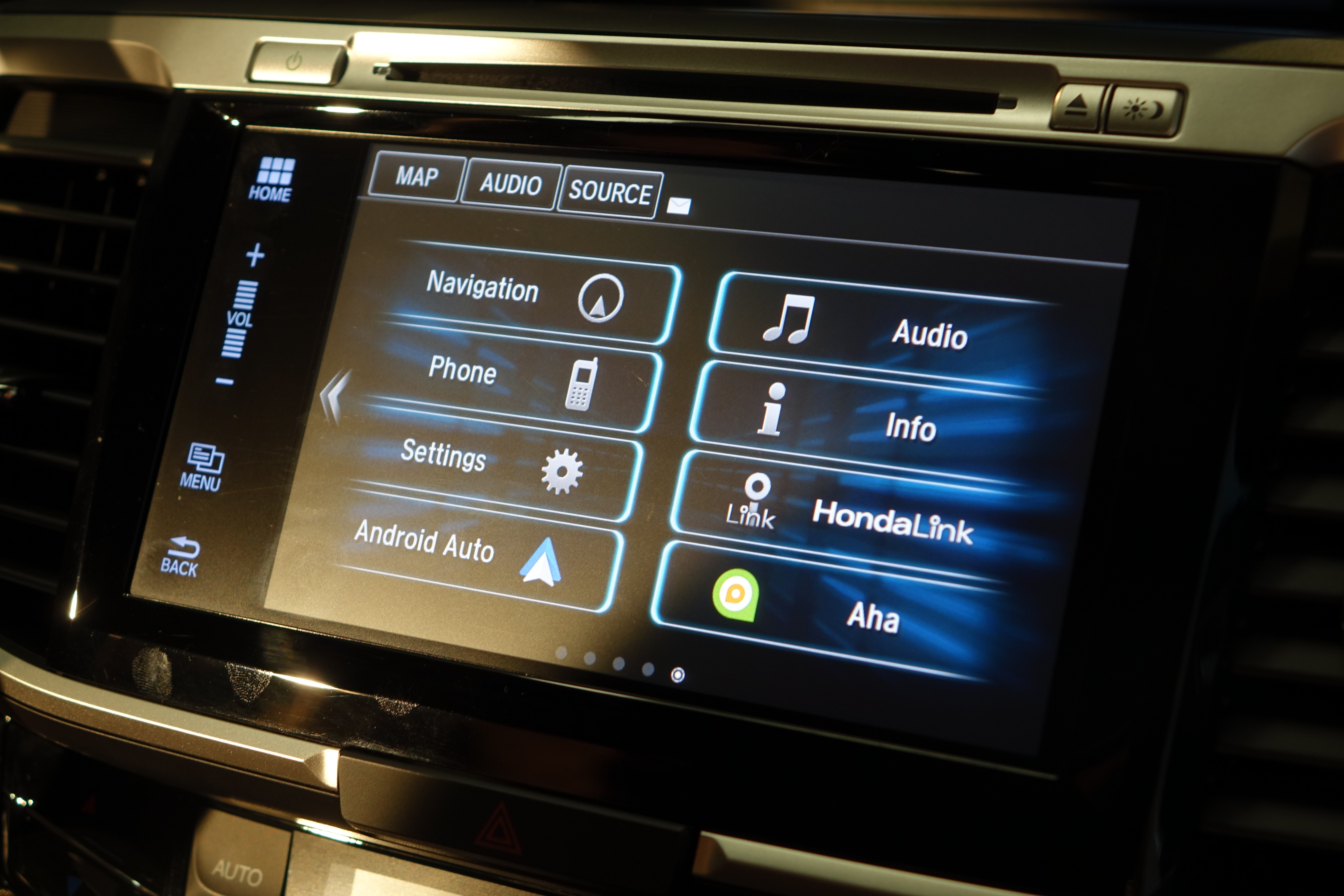 hands on honda announces its first car with android auto the 2016 accord. Black Bedroom Furniture Sets. Home Design Ideas