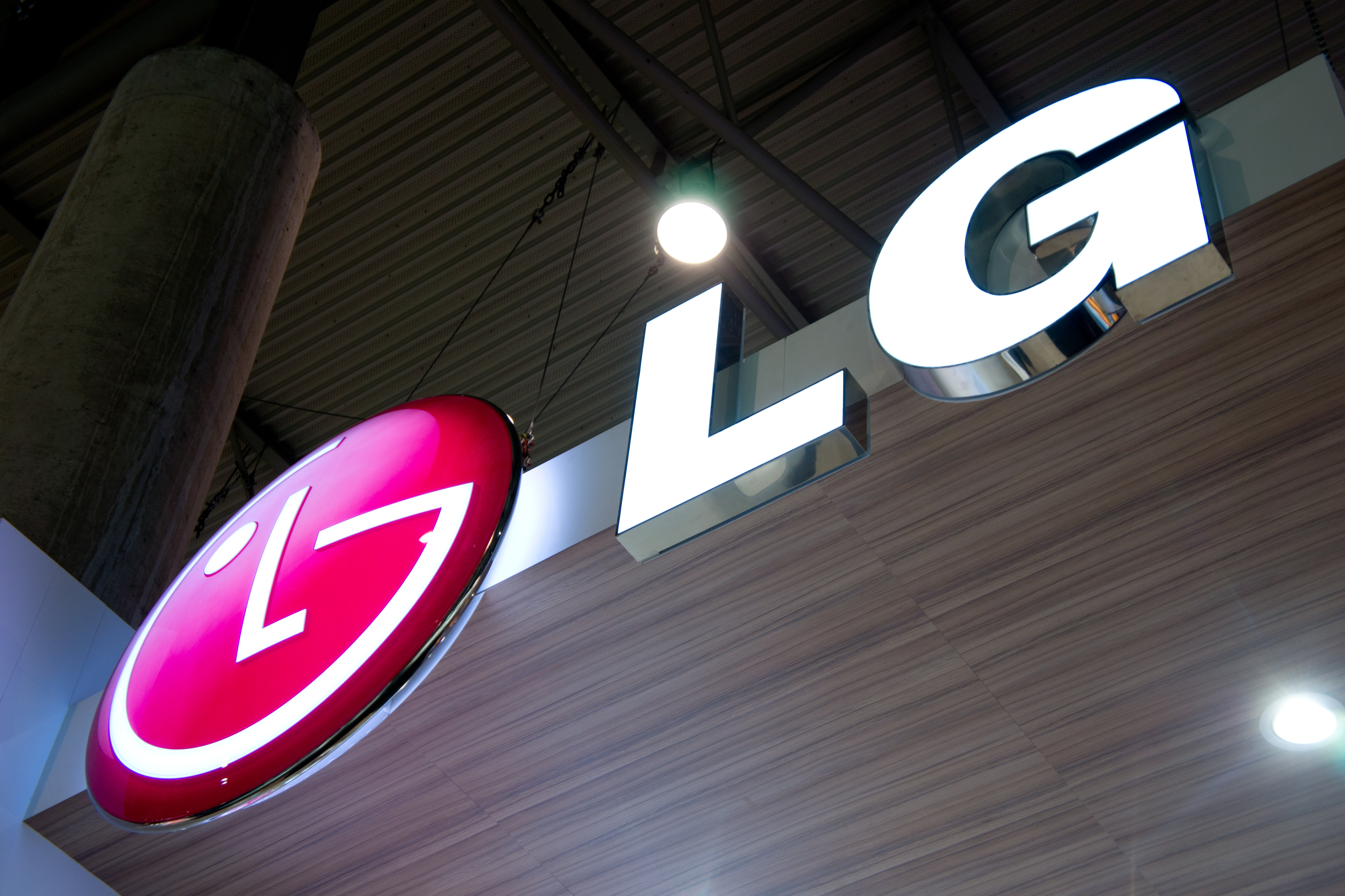 """Source: New """"Nexus 5"""" By LG Will Feature Snapdragon 808, 5.2"""" 1080p Display, 3GB RAM, 2700mAh Battery, USB-C, And More"""