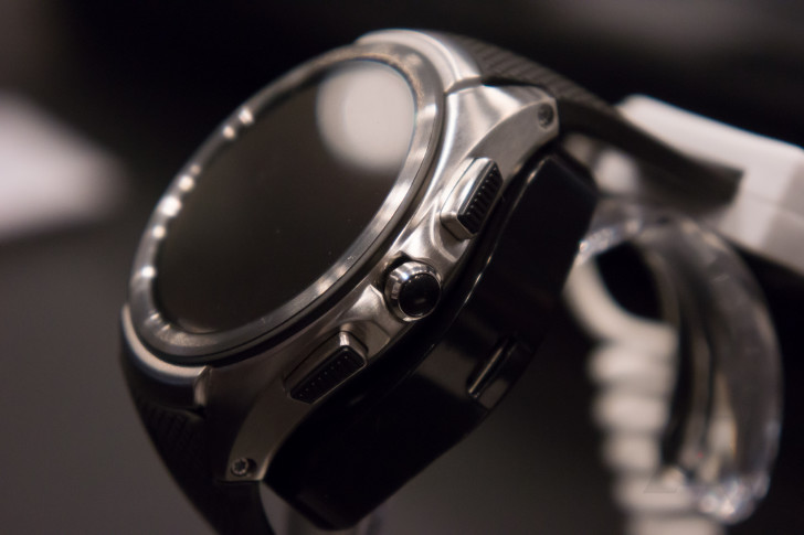Hands-On With The (Turned Off) LG Watch Urbane 2nd Edition