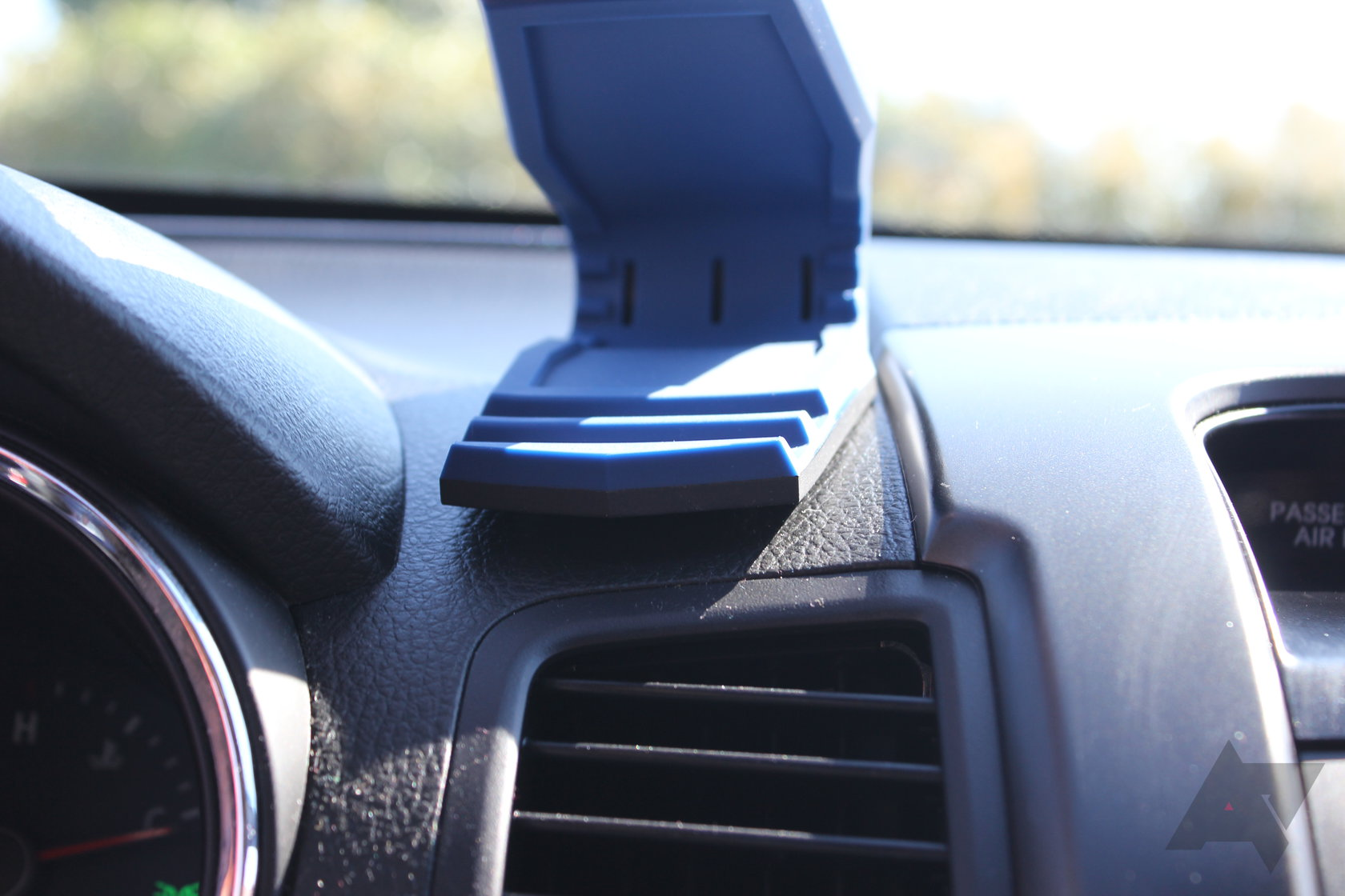 promo code 01fbe c1855 Spigen Stealth Car Mount Review: A Really Good Solution To A Really ...