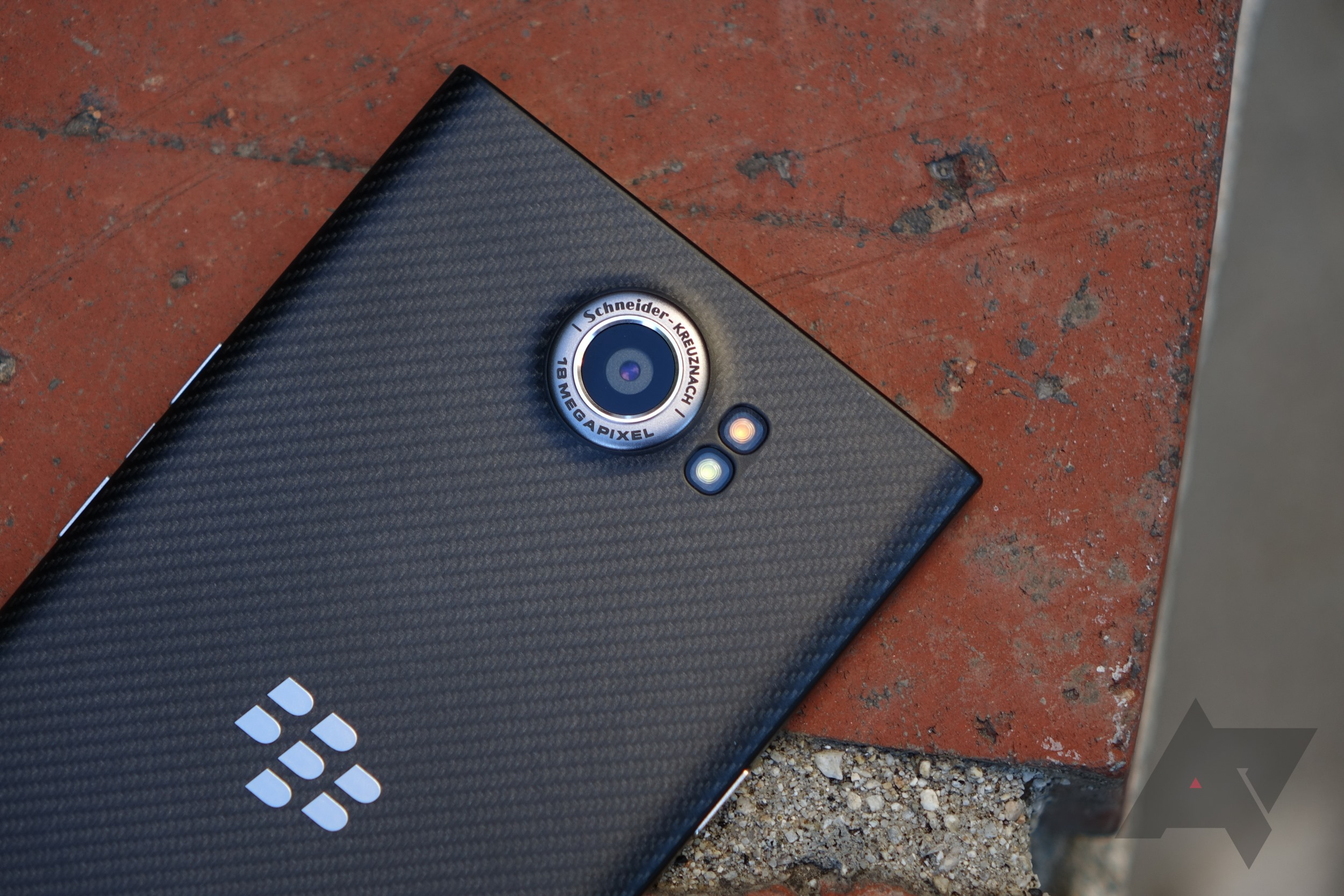 BlackBerry cuts off updates for the PRIV, right after its 24-month