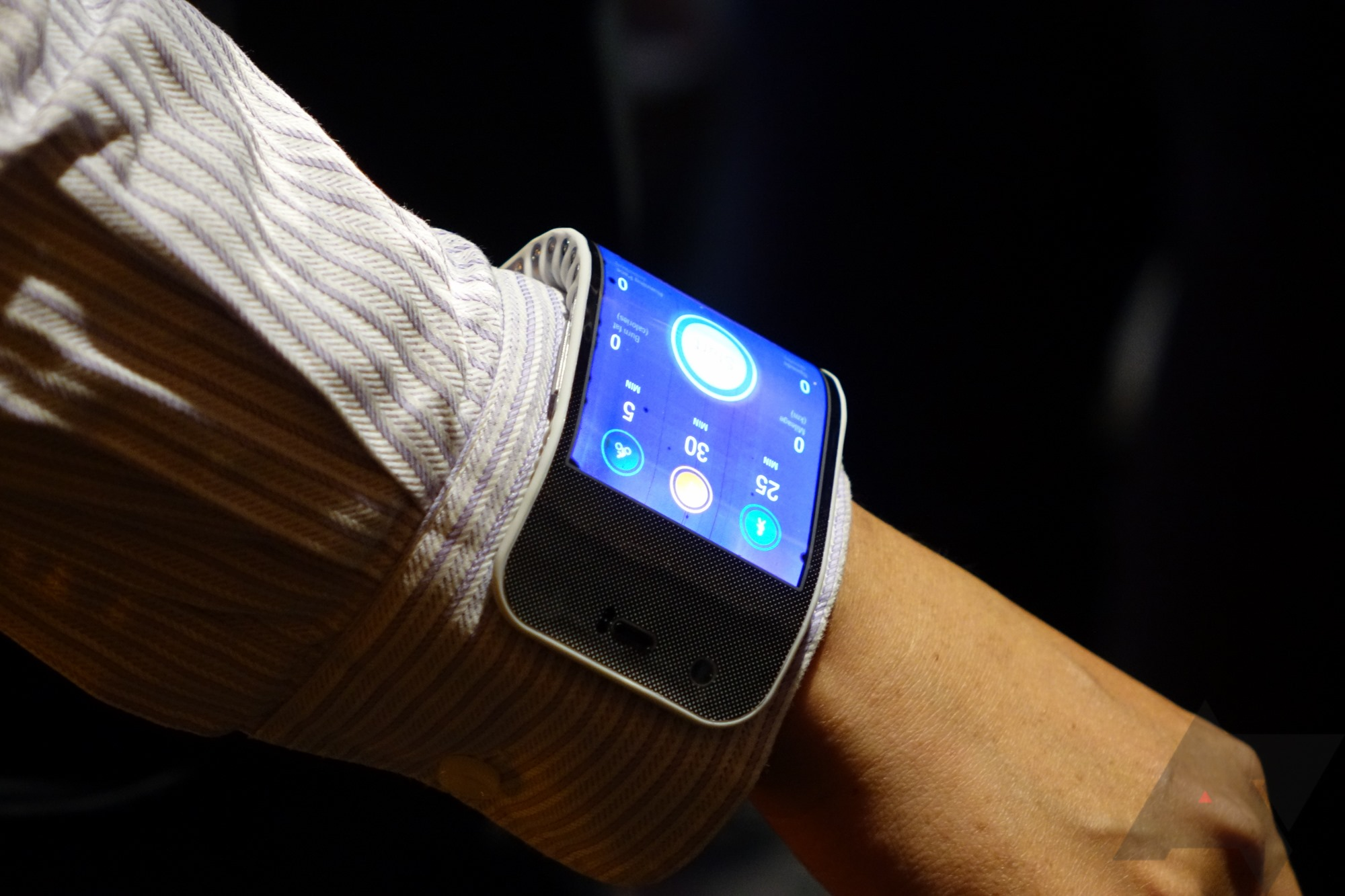 A Closer Look At Lenovo's Flexible Display Wrist Phone And ...