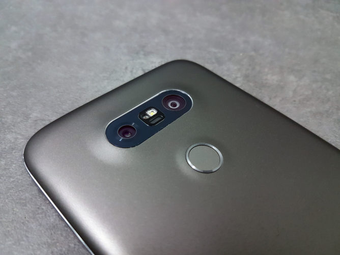 lg-g5-review-surprised-robot