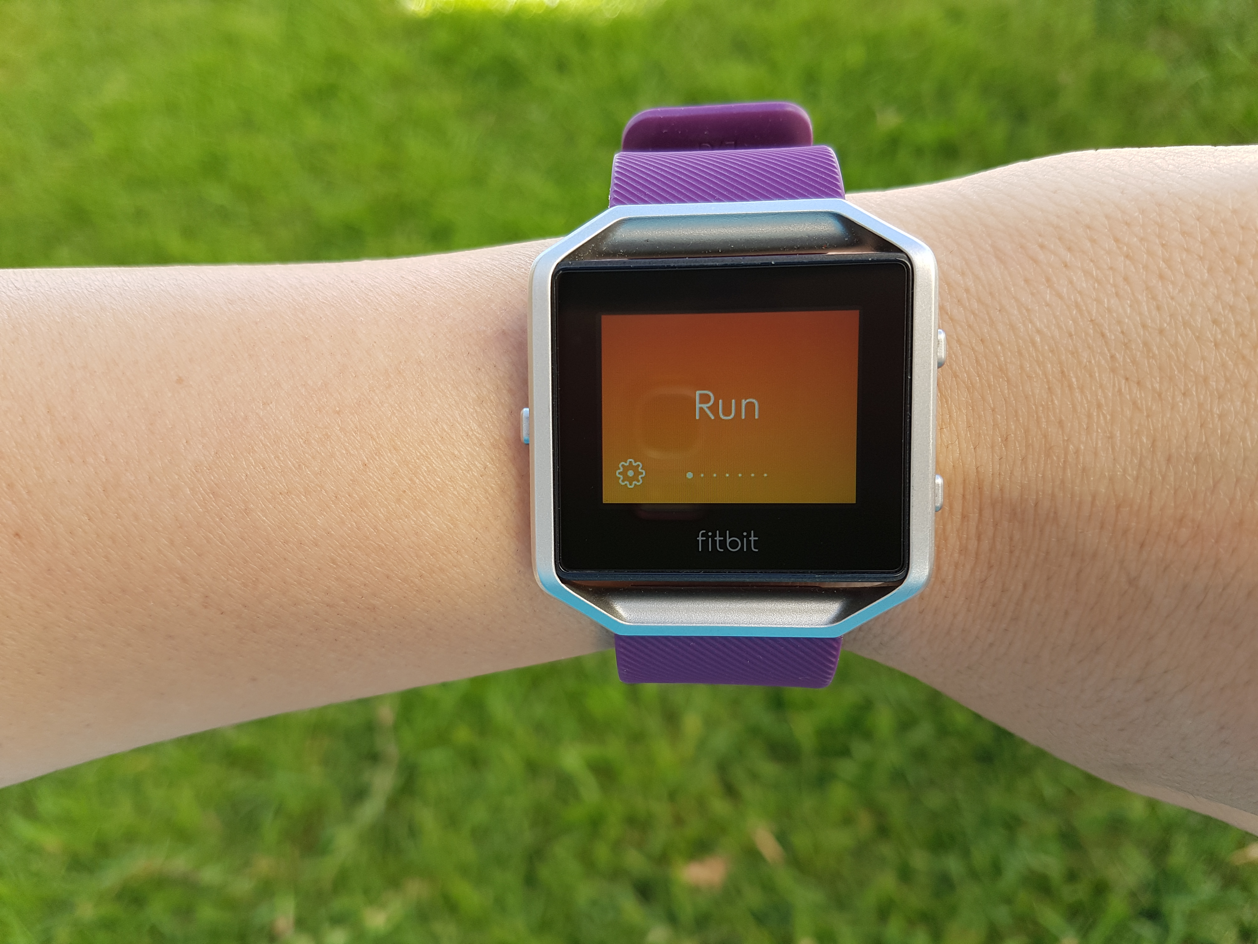 how to change to military time on fitbit blaze