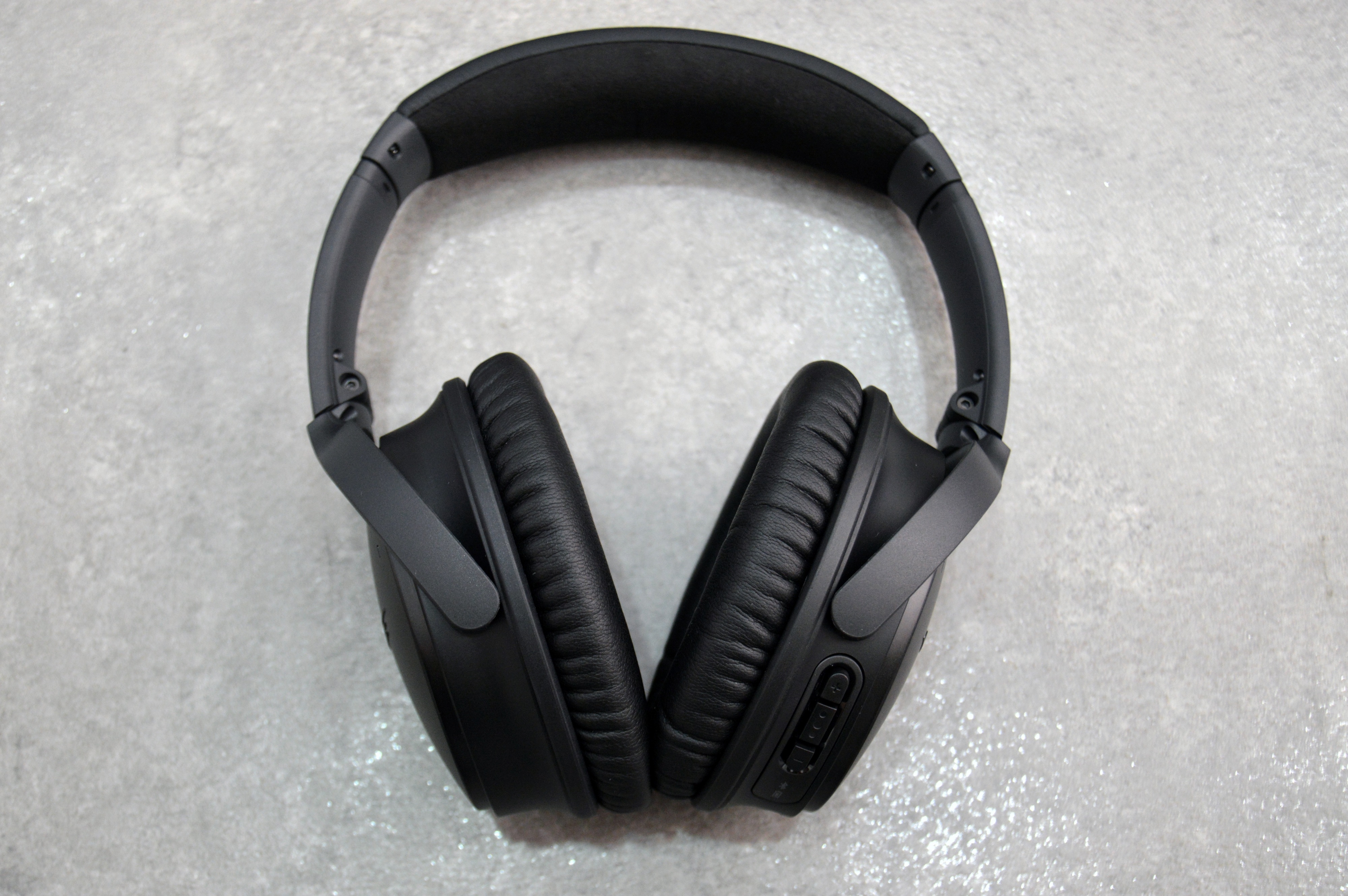 Bose QuietComfort 35 review: Superb quiet and comfort come with a ...