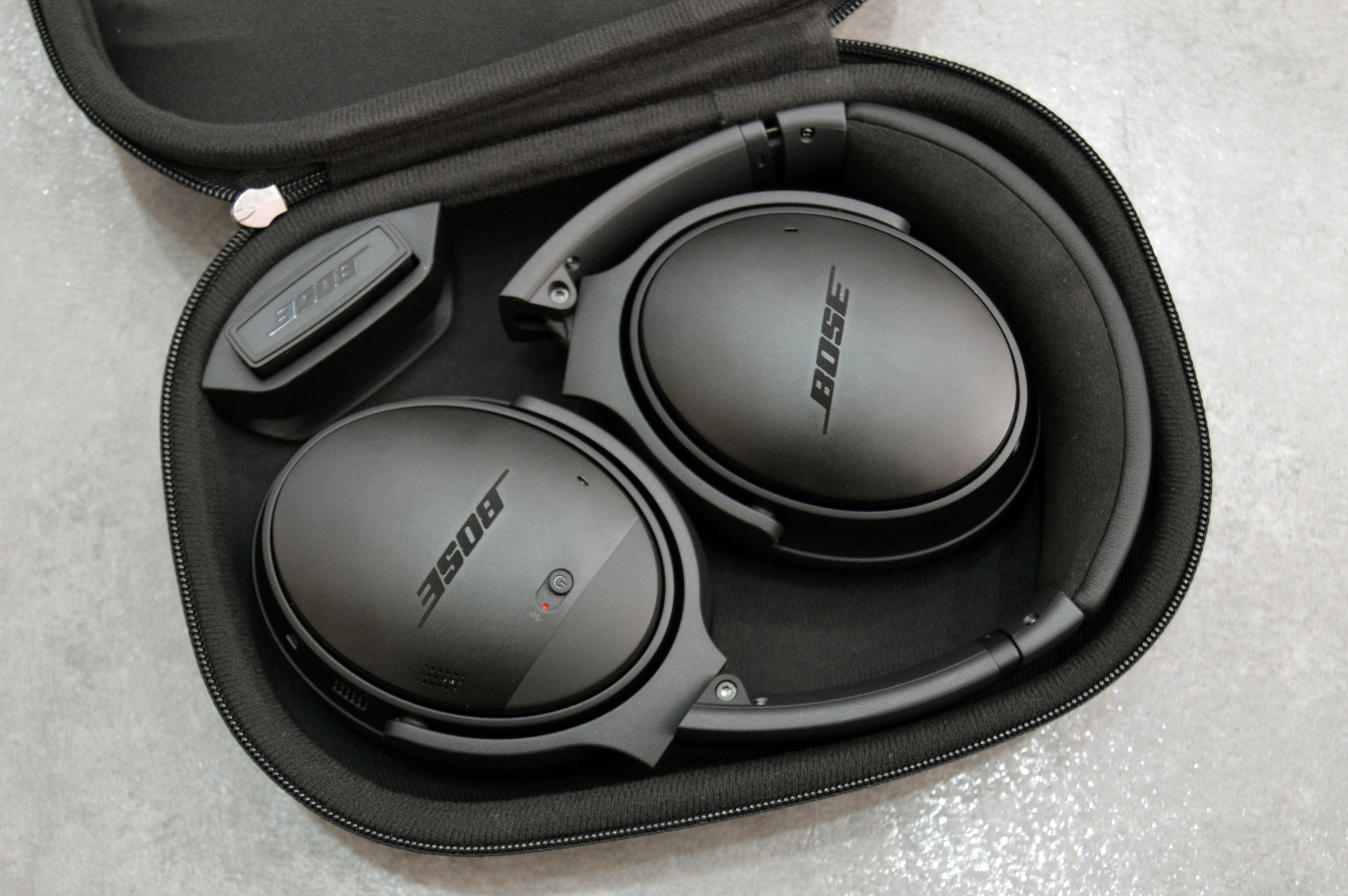 Bose QuietComfort 35 review: Superb quiet and comfort come with a high ...
