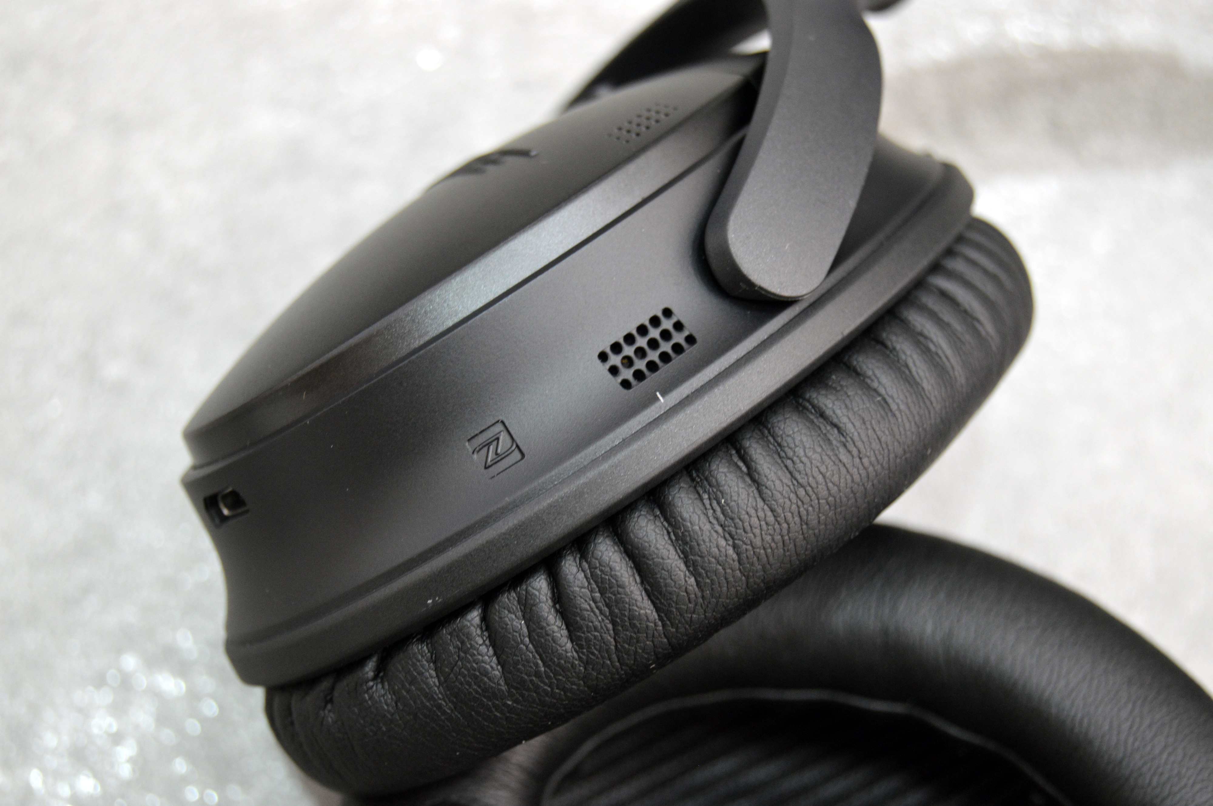 Bose Quietcomfort 35 Review Superb Quiet And Comfort Come With A Qc25 Headphone For Samsung Devices Black Qc35 Controls Nfc