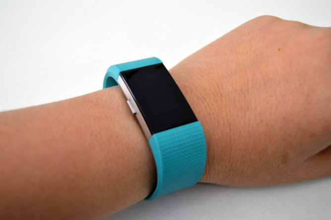 fitbit-charge2-hand-1