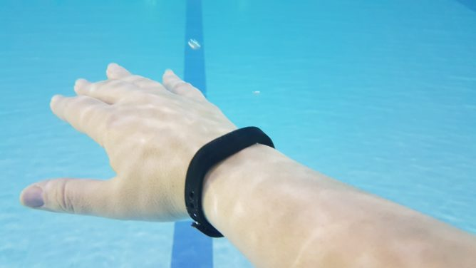fitbit-flex2-pool-2