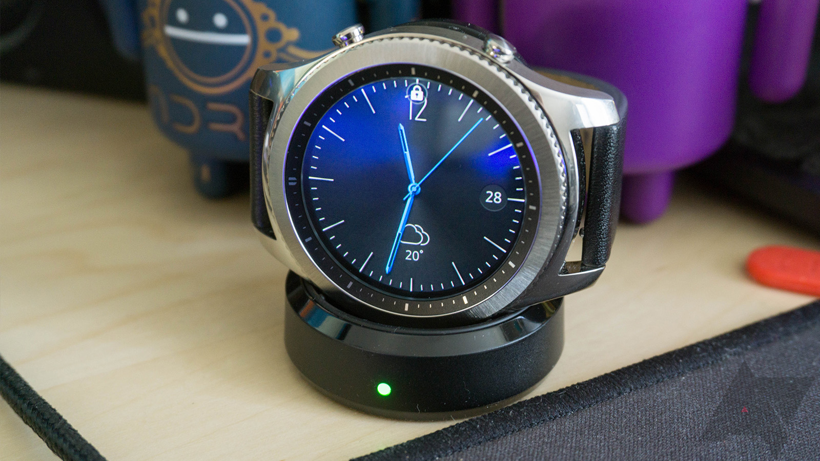Gear S3 gets a substantial Tizen update full of UI improvements and other changes