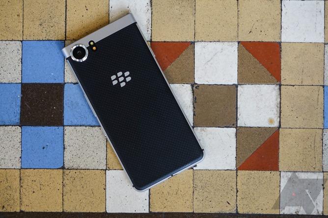 BlackBerry KeyOne brings the keyboard back at Mobile World Congress