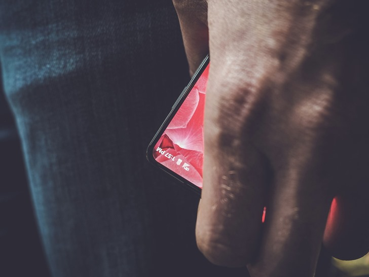 Android Creator Andy Rubin teases new Bezel-Less phone