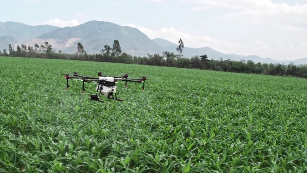 DJI's $9000 pesticide-spraying agricultural octocopter now has an