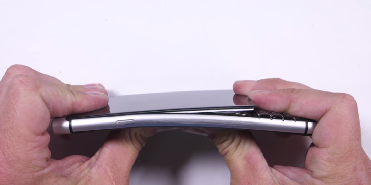 People are complaining that the screen on Blackberry's new phone falls off