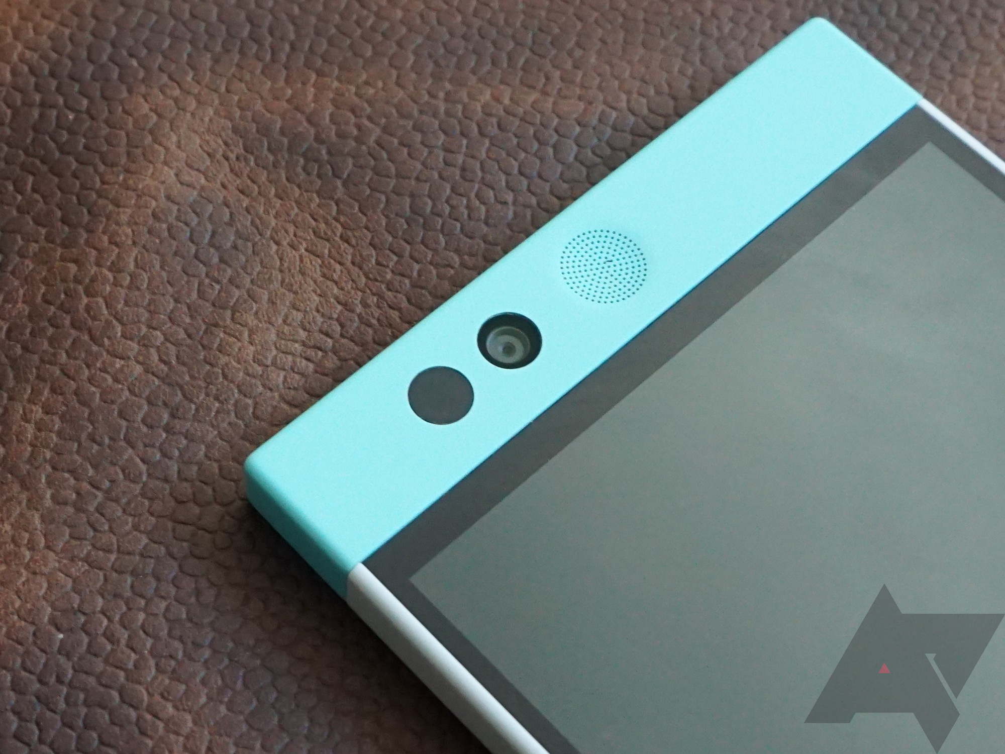 Re-review] Last year's Nextbit Robin is an entirely