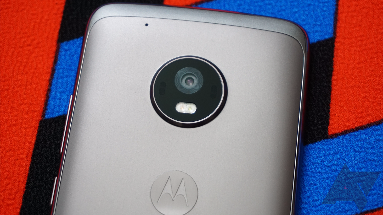 Moto X4 with dual rear cameras, curved display leaked