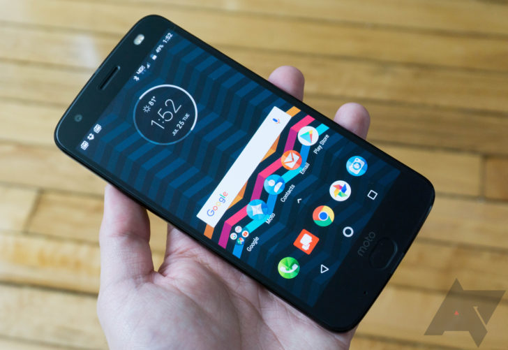 Hands-on: Moto Z2 Force and 360 Camera Moto Mod