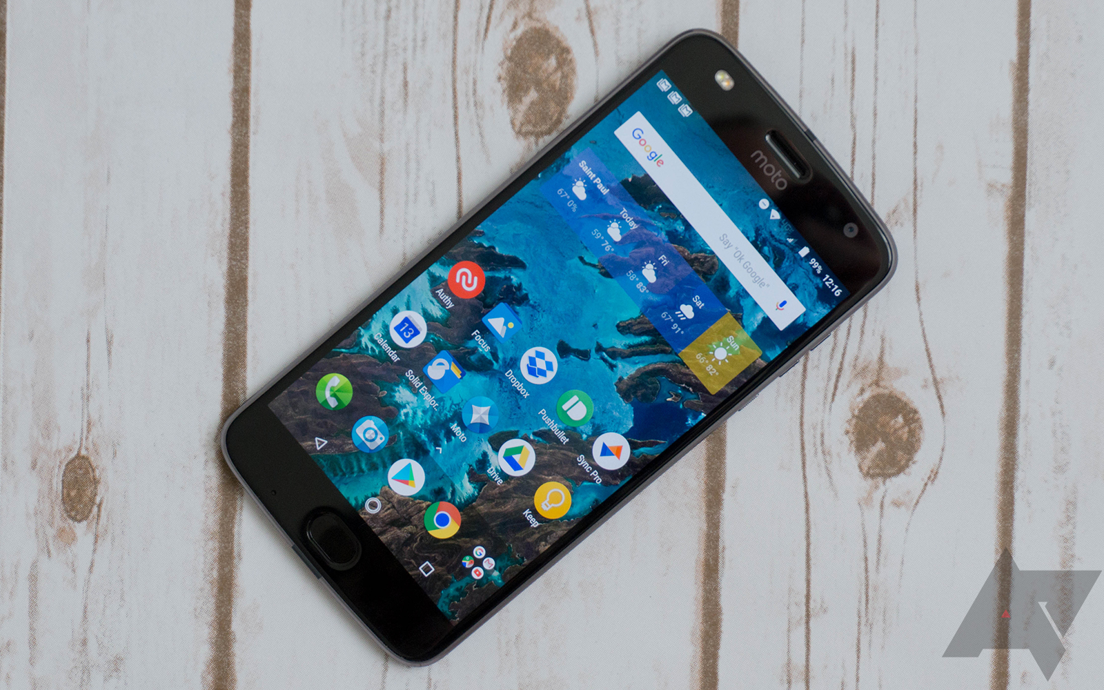 Moto Z2 Play review: Not a bad phone, but still a step backward