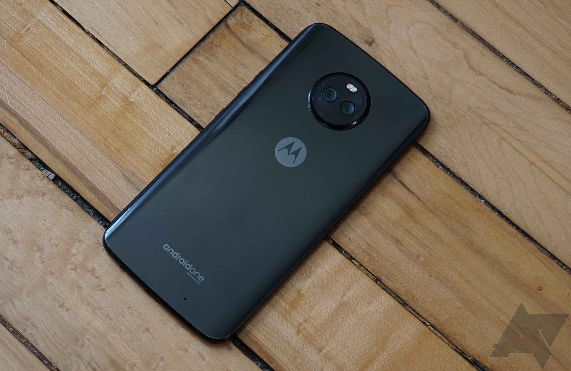 Moto X4 drops to $190 ($110 off) at Fry's