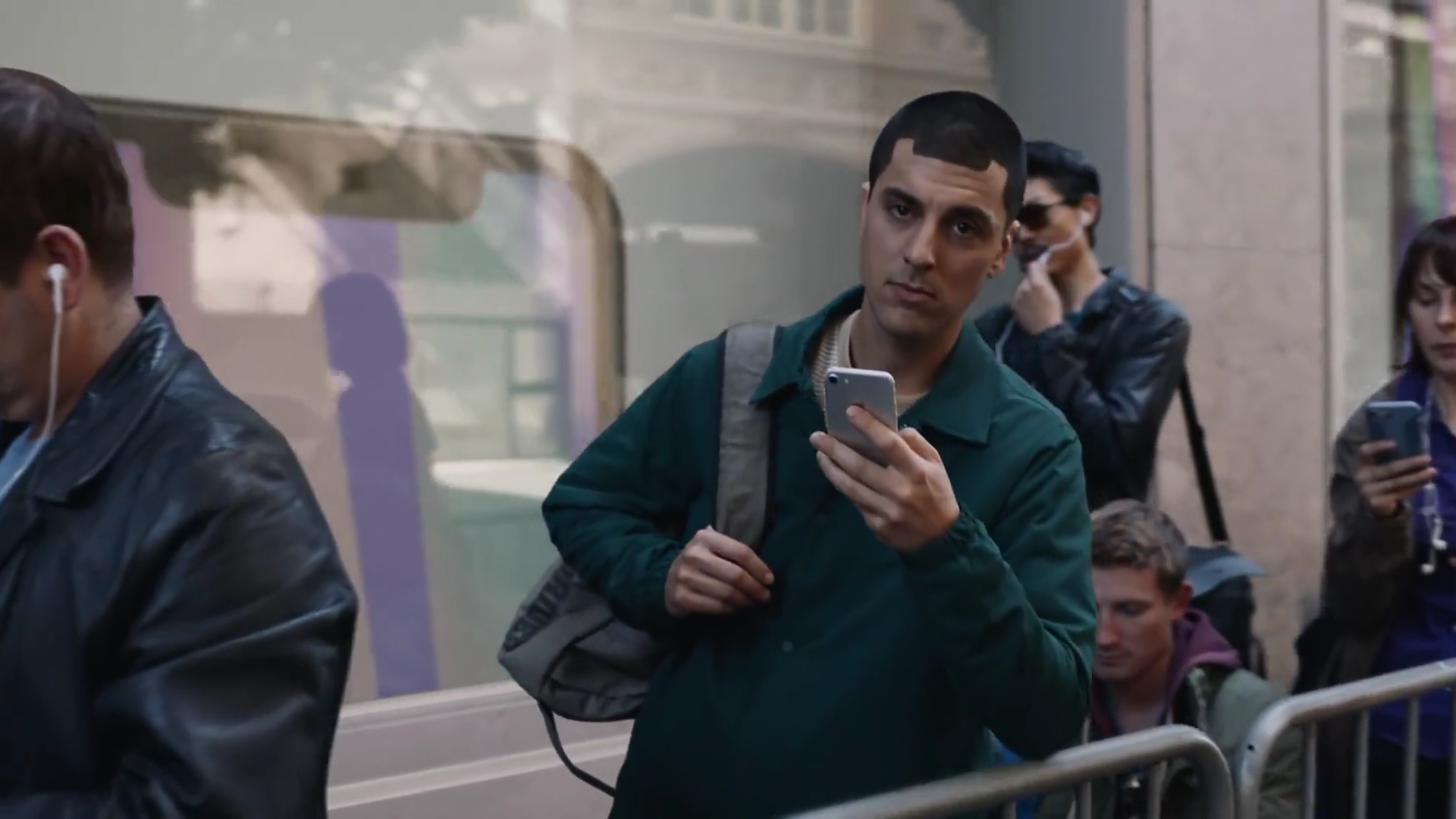 Samsung's latest ad makes direct jabs at multiple generations of the iPhone, and it's pretty funny
