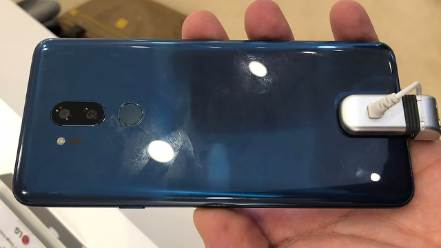 LG G7 spotted at MWC 2018 with iPhone X-esque notch