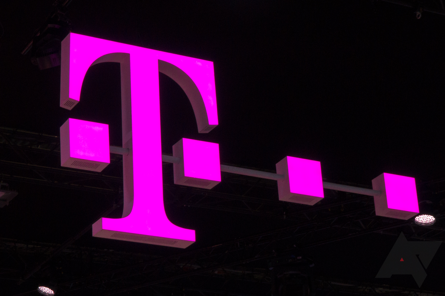 T-Mobile rolls out support for RCS Universal Profile to