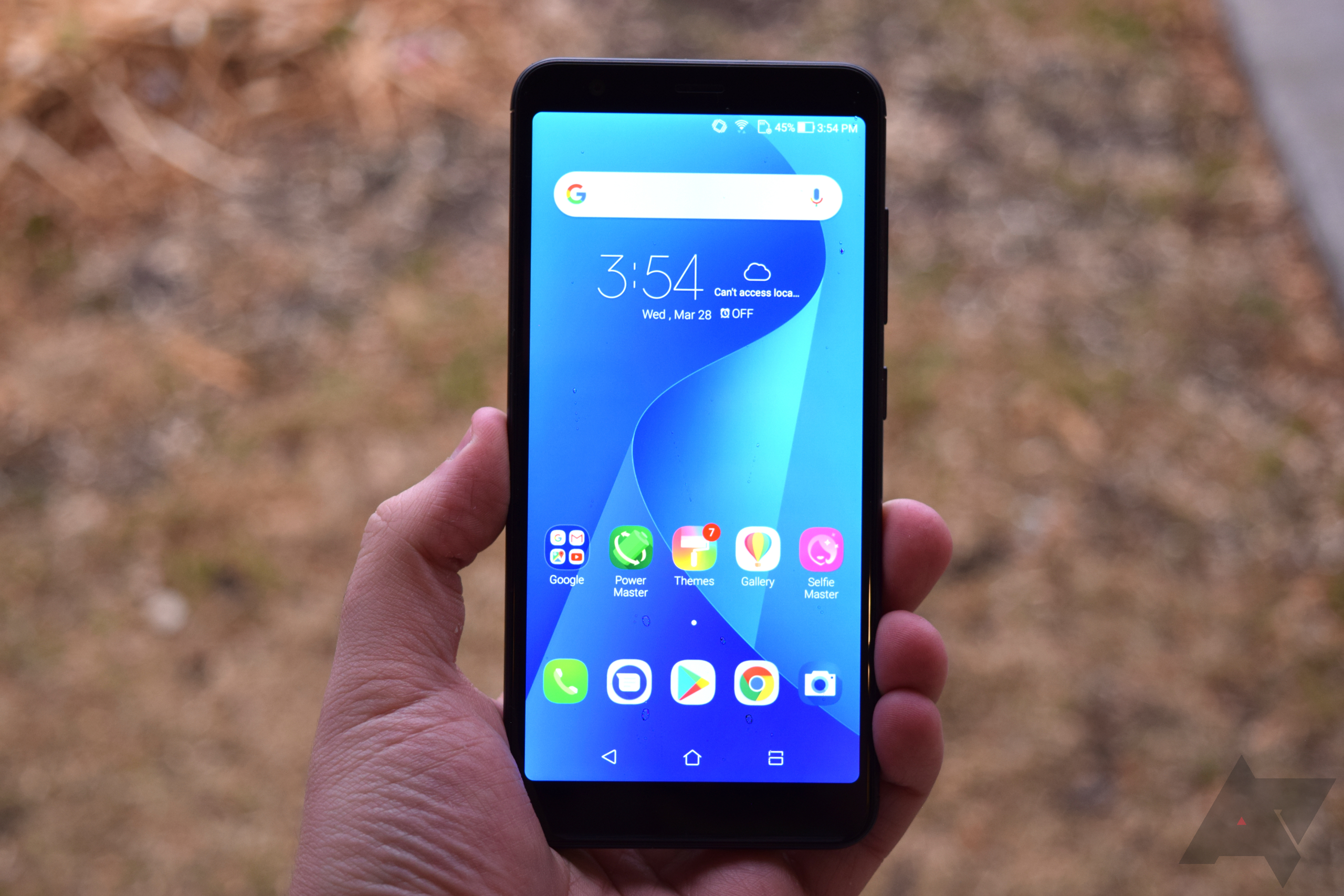 The Max Plus M1 looks and feels quite similar to the Zenfone 4 Max The body is mostly metal with plastic pieces at the top and bottom of the phone