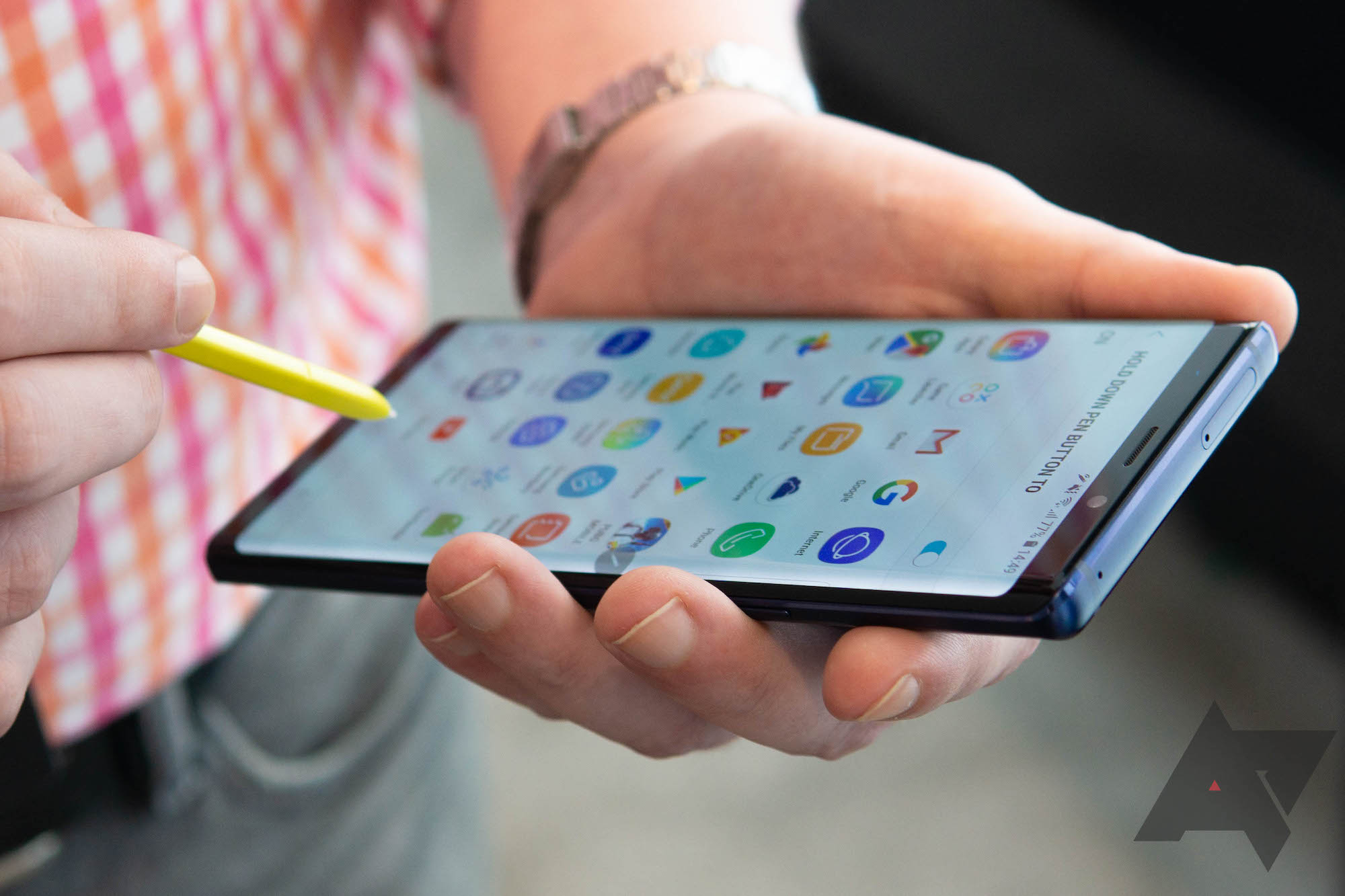 Some Samsung Galaxy Note 9 displays are exhibiting signs of light leakage