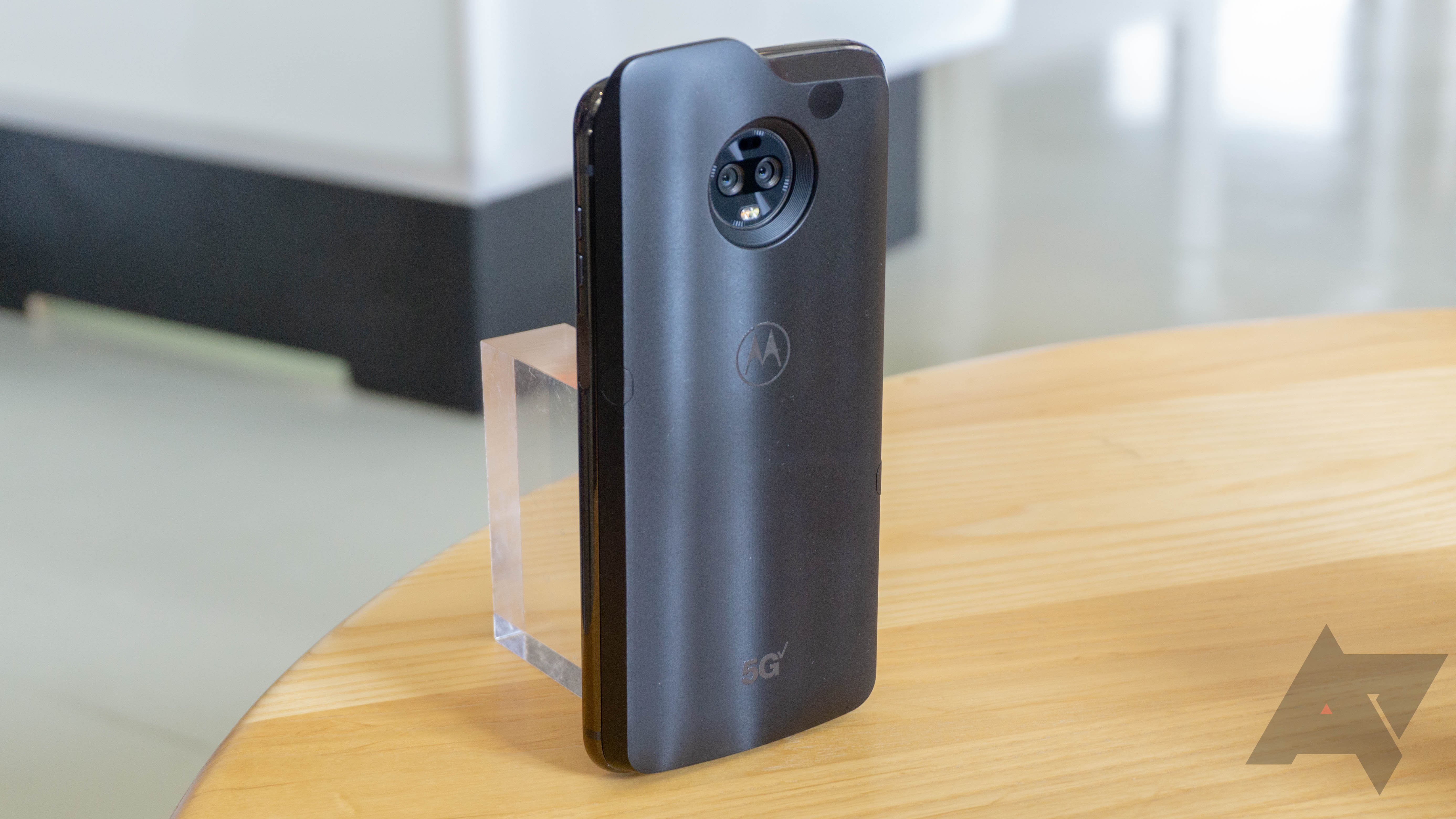 The 5G Moto Mod will be an awkward but necessary first step