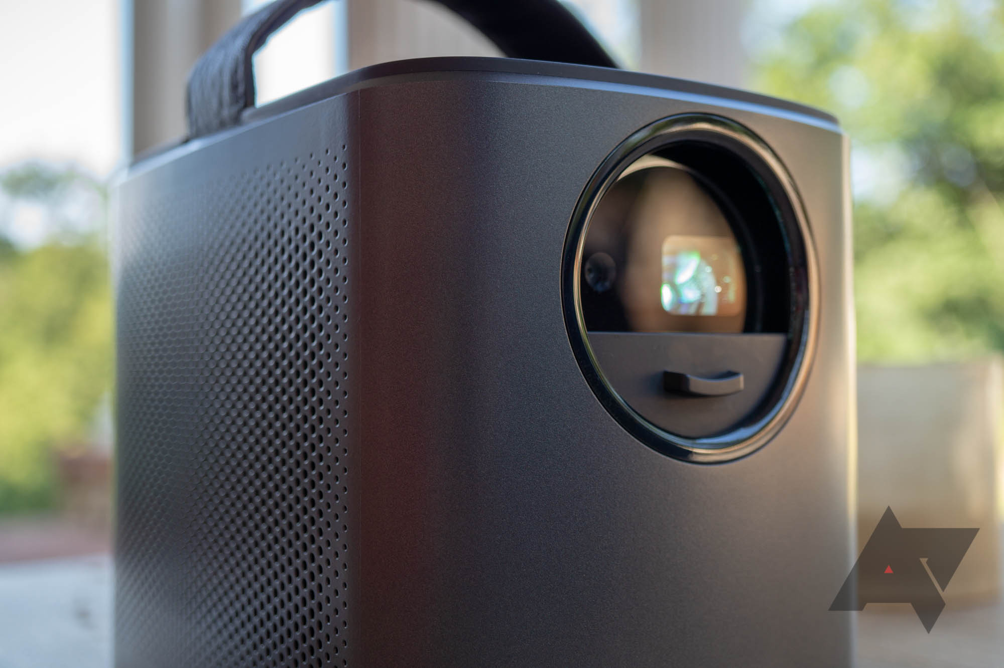 8 of our favorite tech deals this week: Phone clearance prices, projectors, and more
