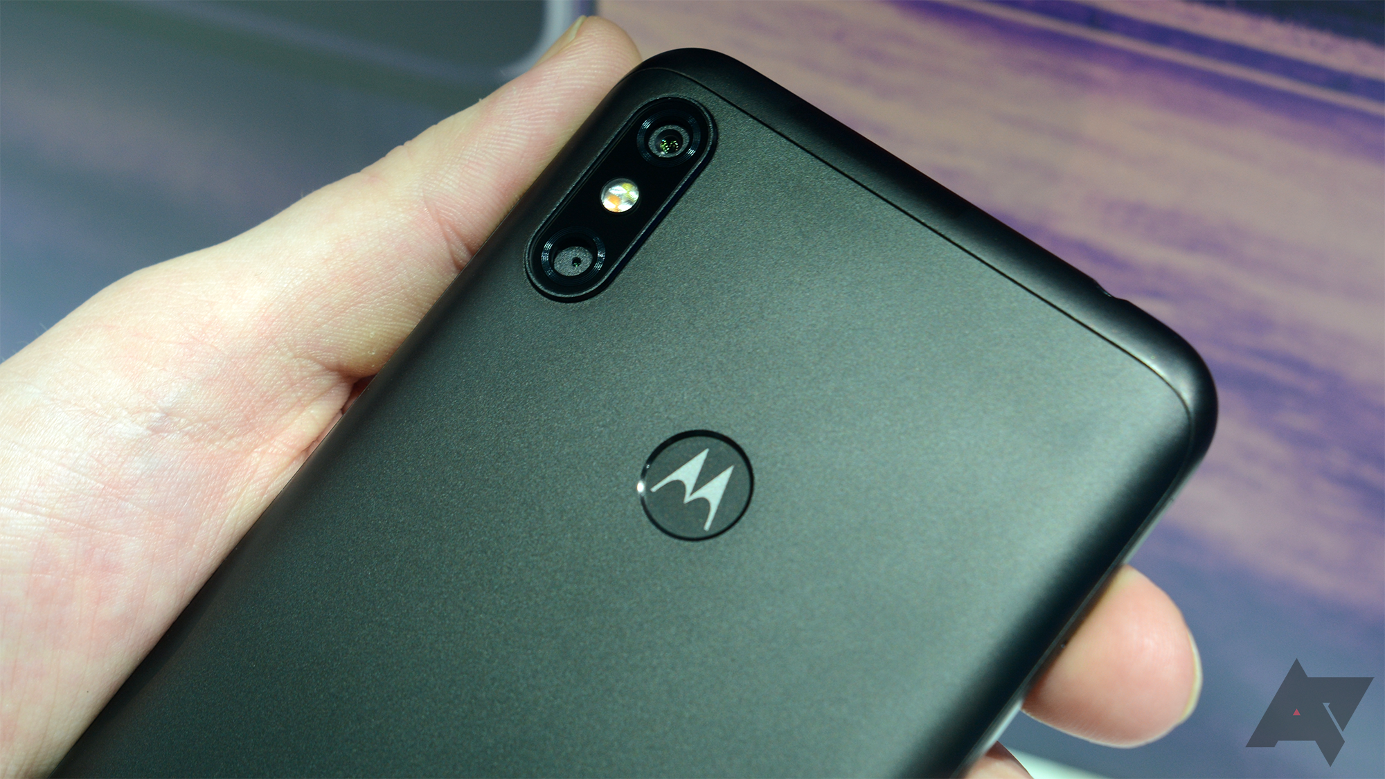 Moto Camera update brings live filters, leveler UI, and histogram
