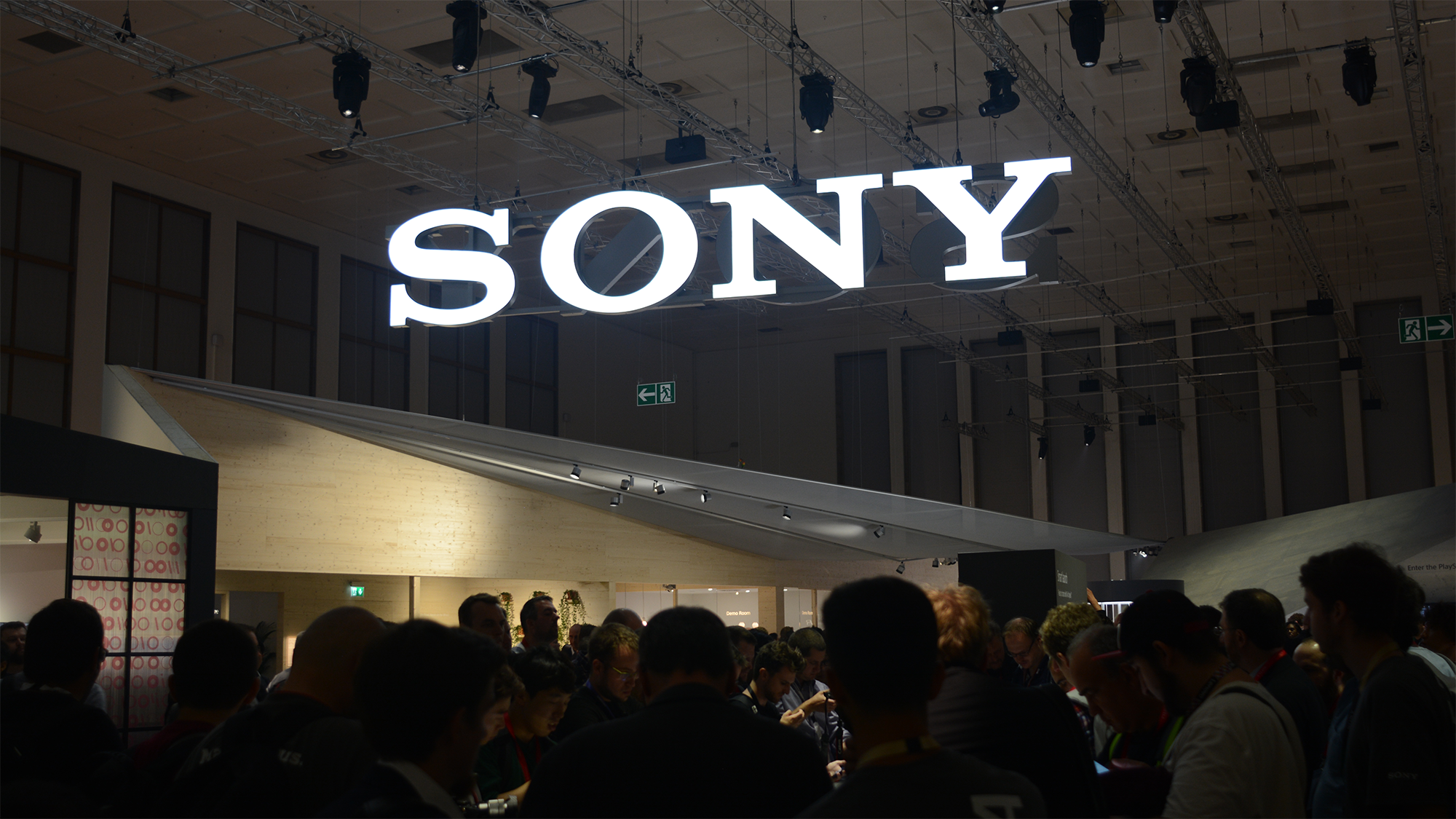 Sony to close smart phone plant in China