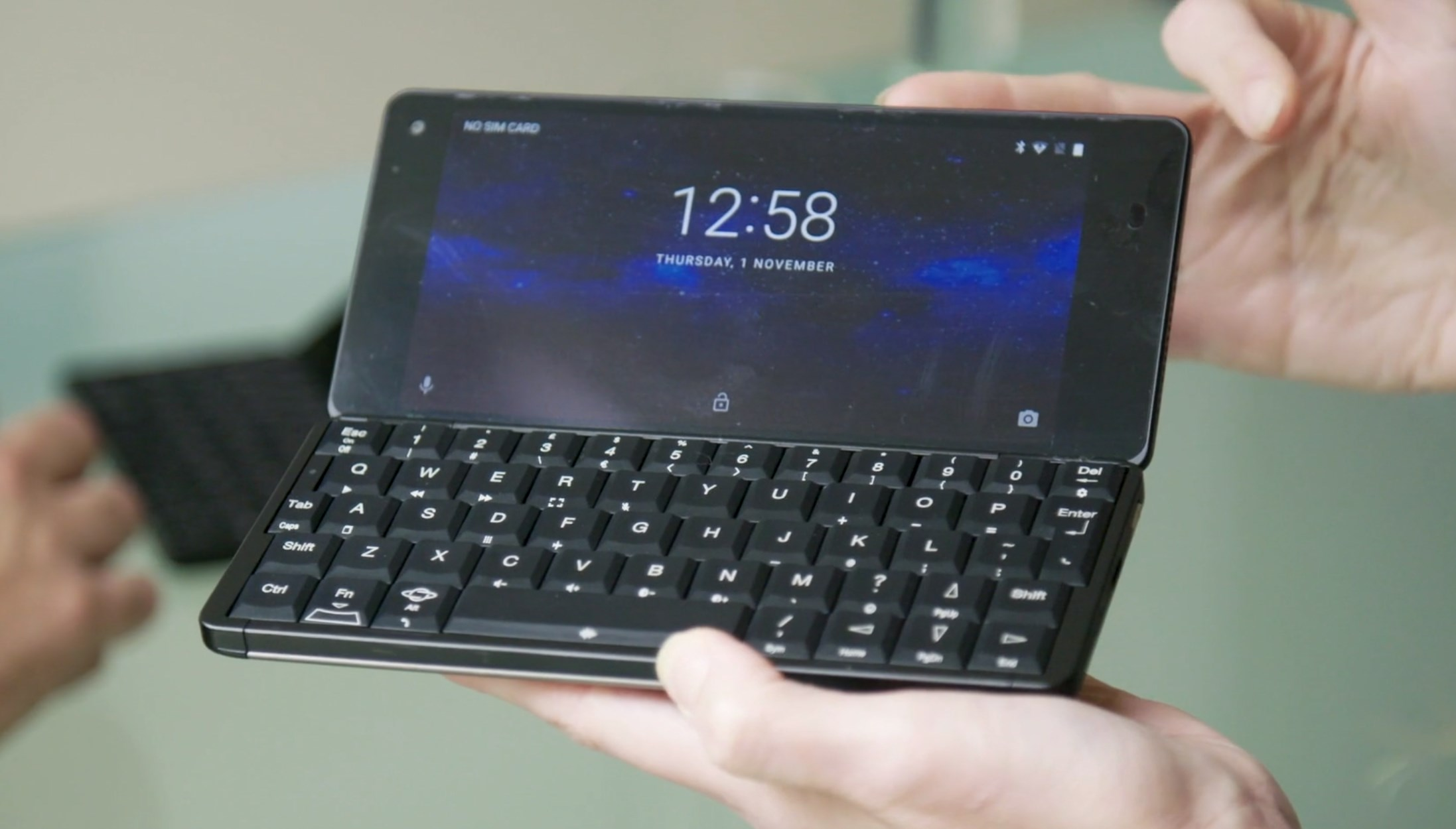 Laptop-phone Cosmo Communicator hits 350% of crowdfunding goal