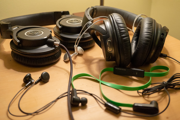 Weekend poll: What kind of headphones do you use with your smartphone?