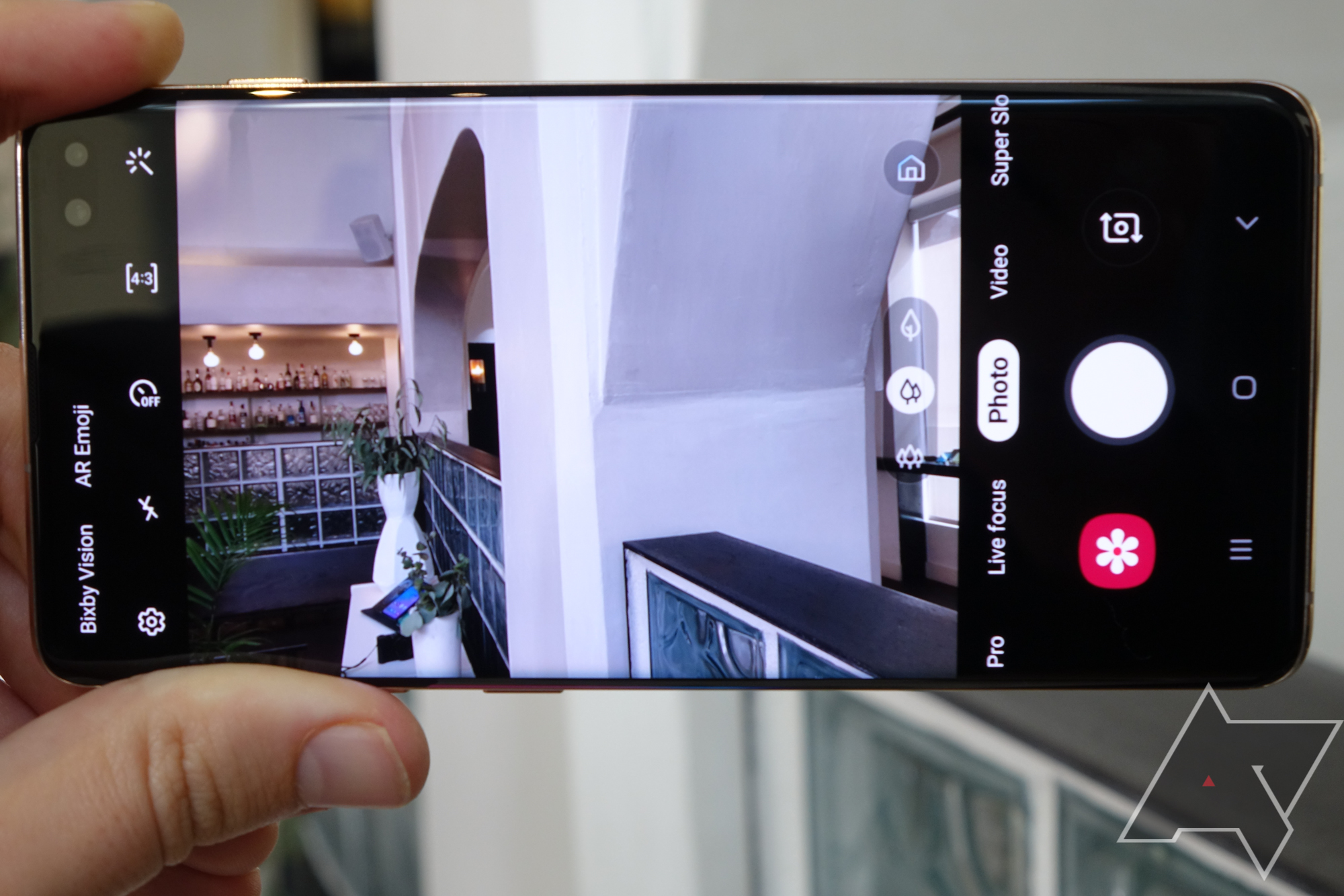 Samsung is planning a super-exclusive, limited Galaxy Fold launch in April