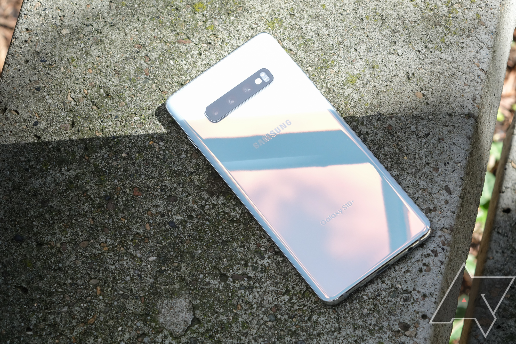 Why is the Samsung Galaxy Fold's screen breaking 'within days of use'?