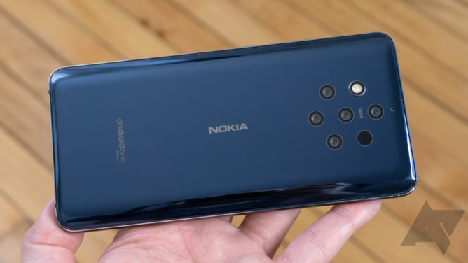 The Nokia 9 PureView is a good phone ruined by serious problems