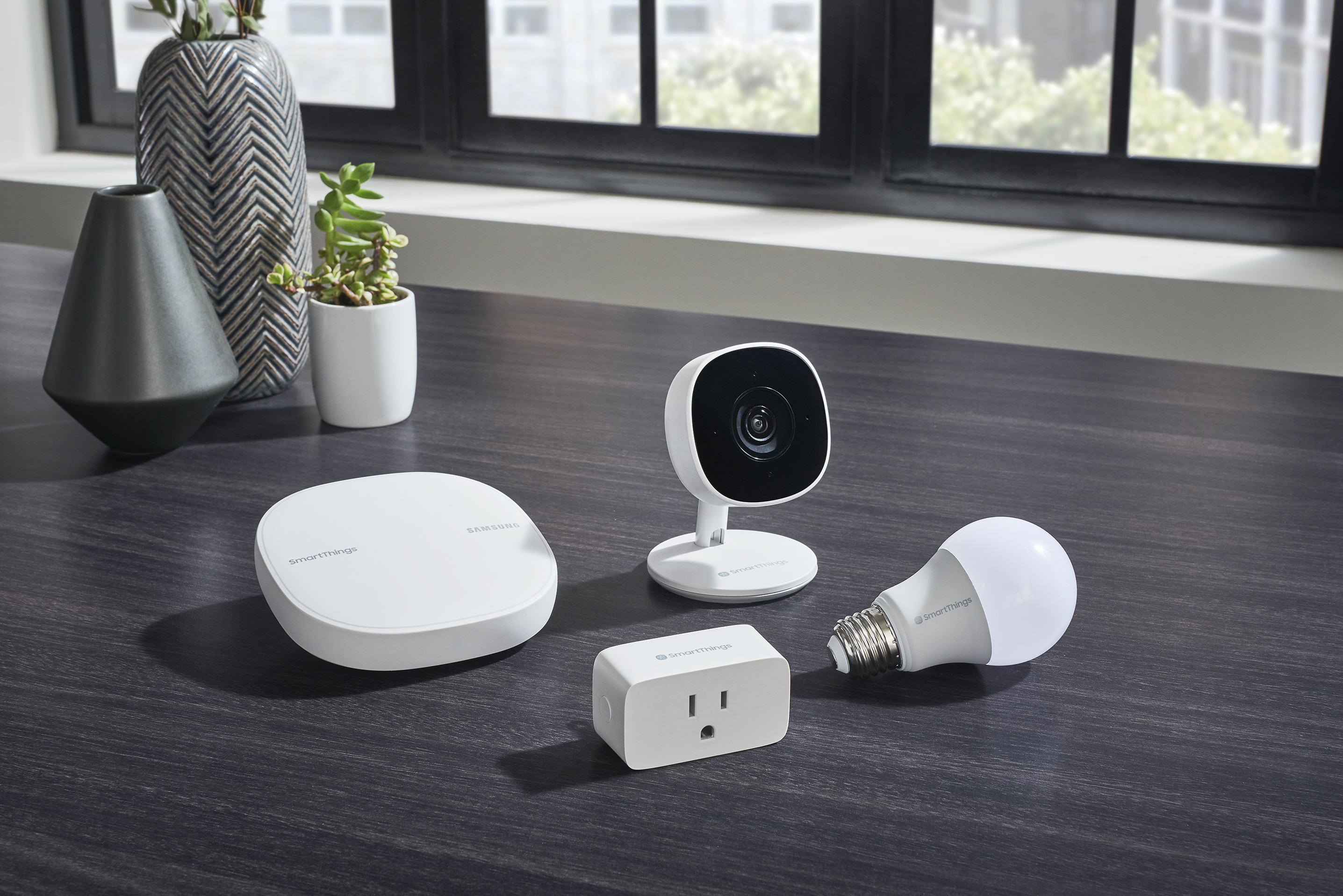 Samsung expands SmartThings ecosystem with affordable smart camera, plug, and bulb