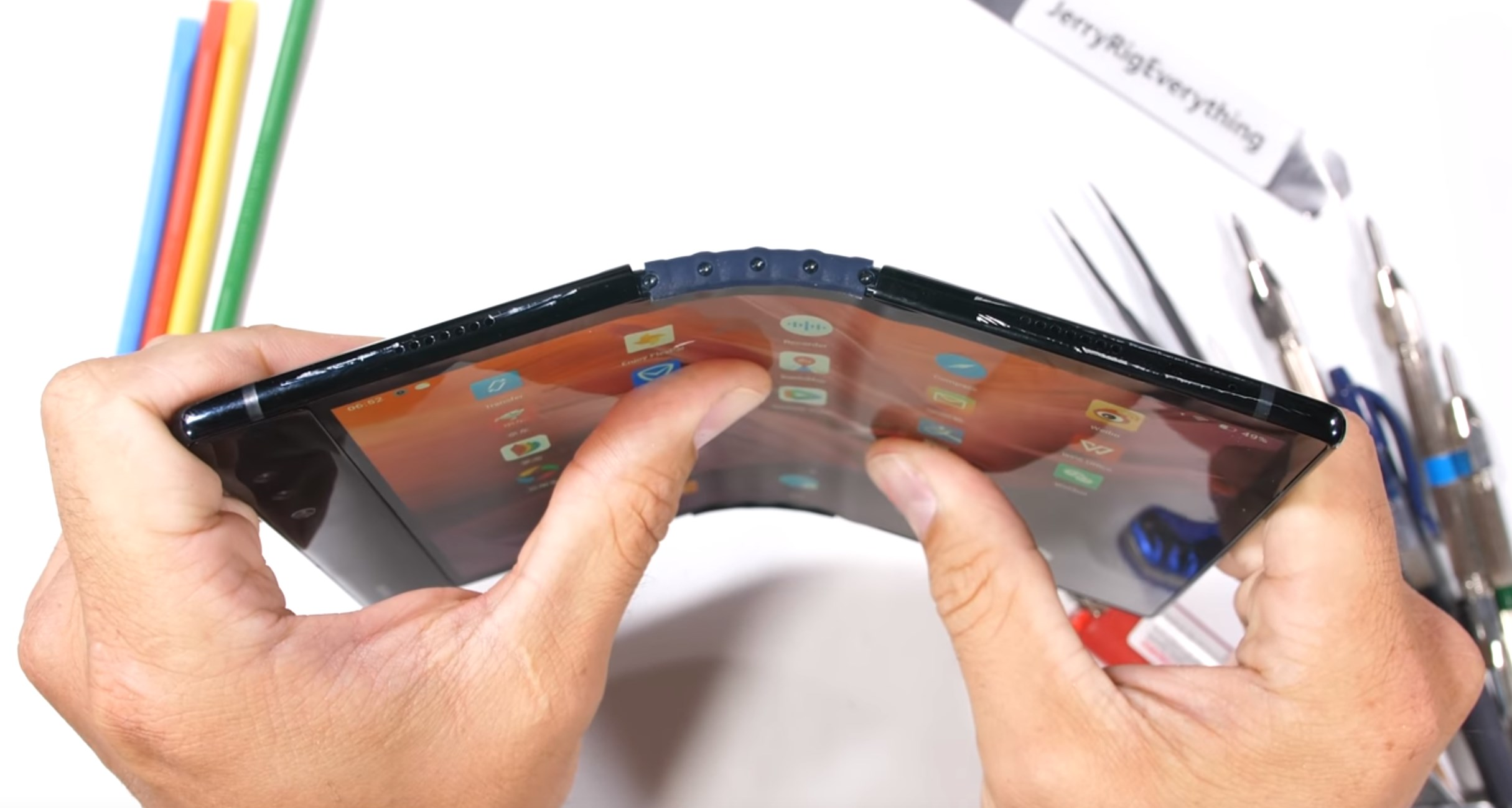 Royole Flexpie folding smartphone gets torture tested