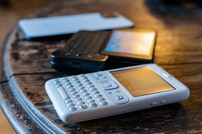 لم يكن أول هاتف يعمل بنظام Android هو HTC G1 — لقد كان هذا النموذج الأولي من Google غريبًا ، ولقد استخدمت واحدًا 14
